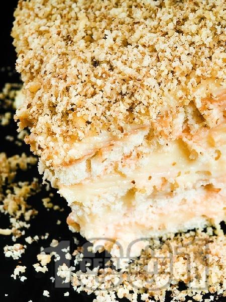 Бисквитена торта с орехи - снимка на рецептата